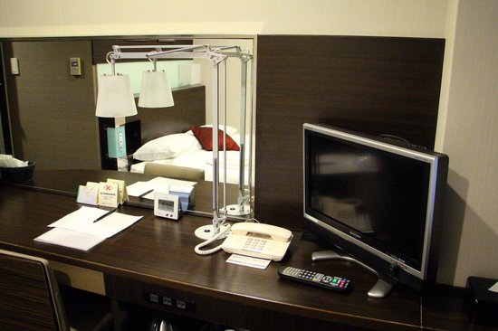 Shinjuku Prince Hotel: Desk in the single room accomodation