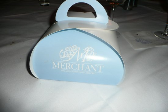 Merchant Hotel: The special box to carry the cake home