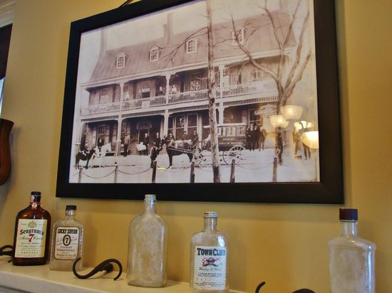 The Brick Restaurant & Tavern: Civil war photo of the building is fascinating