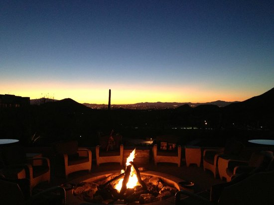 JW Marriott Tucson Starr Pass Resort & Spa: Sunrise from the back patio