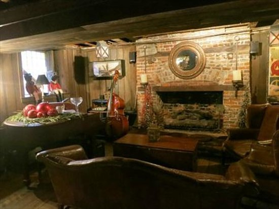 The Olde Pink House: Planters Tavern has a lot of ambiance - Planters Tavern Has A Lot Of Ambiance - Picture Of The Olde Pink
