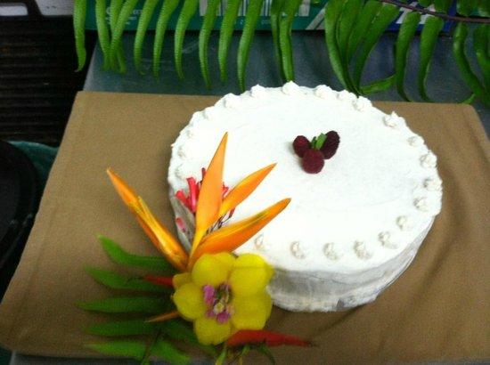 Noche : Vanilla Cream Wedding Cake