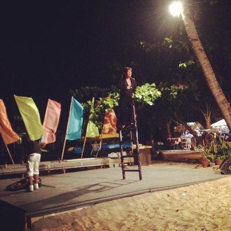 Camayan Beach Resort and Hotel: Entertainment at Night