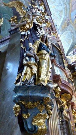 St. Anna's Church: Baroque style decor