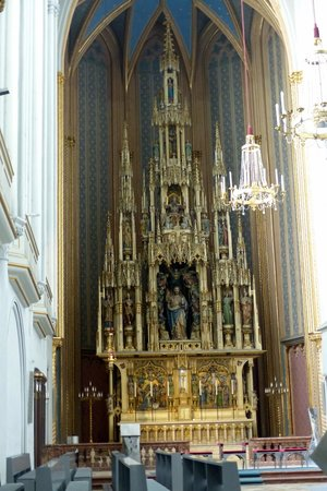 Augustinerkirche: Lovely gothic style alter piece at St. Augustine's Church