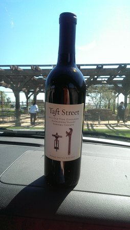 Valet of the Moon Wine Tours: Taft Street