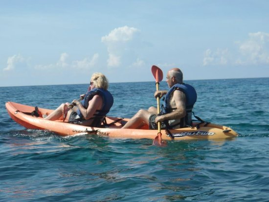 Coral Cove Resort : Free Kayaking Adventure at Coral Cove Beach Resort and Spa