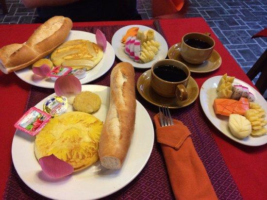 Golden Temple Villa: Breakfast