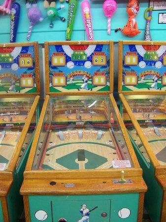 Fun Plaza: Baseball machines