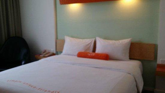 HARRIS Suites FX Sudirman: comfortable bed
