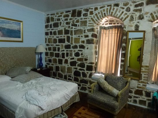 The Cobblestone Inn: Our room upon departure, which is why it's not all together