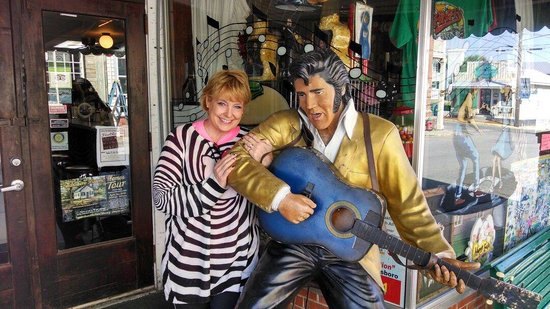 Yana's Ye Olde Drugstore Restaurant: It's always fun at Yana Mama's when Elvis greets you!!