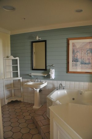 Disney's Old Key West Resort: Spa tub area