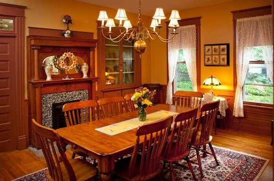 The Historic Morris Harvey House Bed and Breakfast : Guest Dining Area