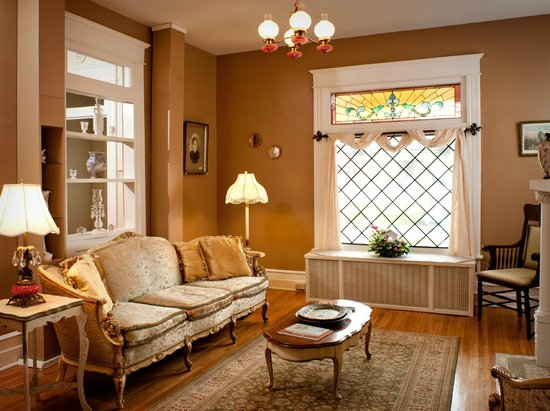 The Historic Morris Harvey House Bed and Breakfast : One of our guest sitting areas