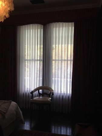 Hotel Saint Cecilia : Bedroom window