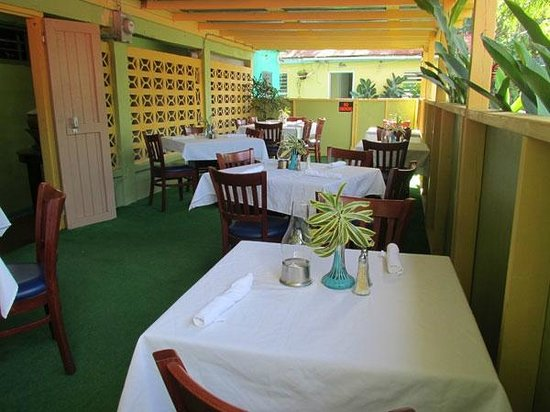 D Coalpot BVI Restaurant Bar & Grill: 3 Dining areas for your every mood and event. Dine outside under the D