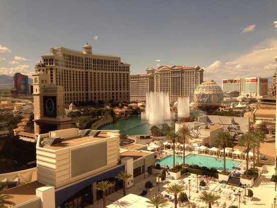 Planet Hollywood Resort & Casino: View from our hotel room. Make sure you ask for the fountain view.