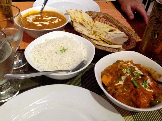 Dakshin's : Chicken, rice, and naan