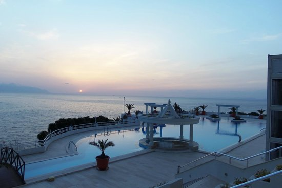 Korumar Hotel De Luxe : Sunset Over the Aegean and Pool