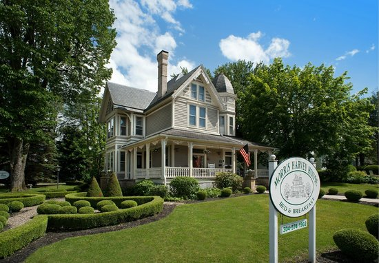 The Historic Morris Harvey House Bed and Breakfast: Welcome to the Historic Morris Harvey House