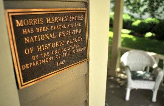 The Historic Morris Harvey House Bed and Breakfast: The Historic Morris Harvey House is on the National Register of Historic Places