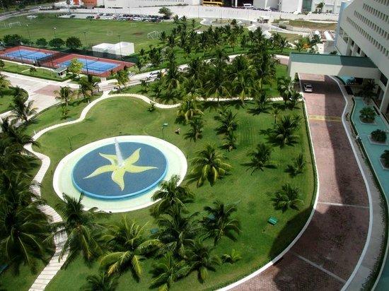 Iberostar Cancun: Entrance to hotel