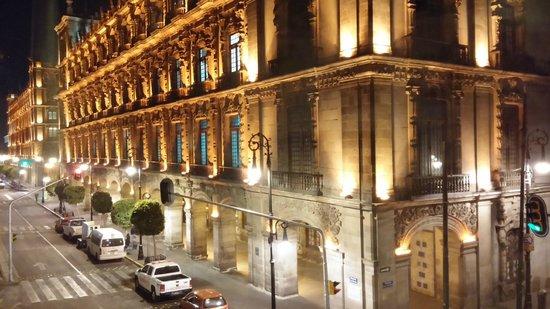 Gran Hotel Ciudad de Mexico : prédio em frente do hotel, a arquitetura são semelhantes ao do hotel
