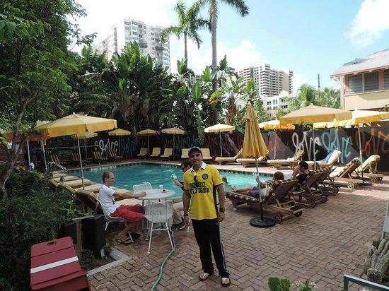 Freehand Miami: De dia na piscina do Freehand