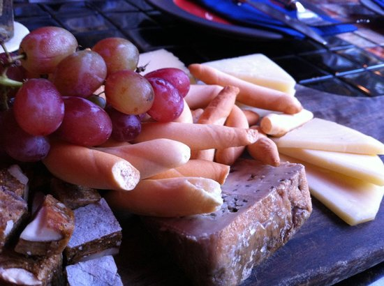 Esmirada: Cheese Platter