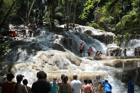 Dunn's River Falls and Park: The crowds in shoulder season.