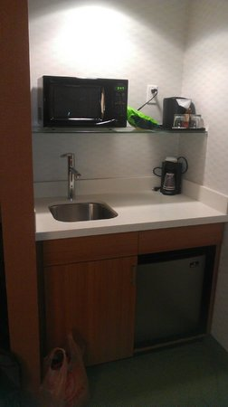 SpringHill Suites Alexandria: Kitchen area