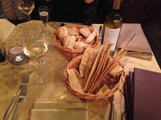 Ristorante Argentina: grissini e panini assortiti