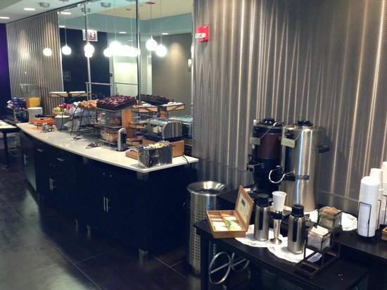 Kinzie Hotel: Continental breakfast on my own floor