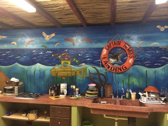Captain Nemo's Landing: Bar/kitchen setup rocks!