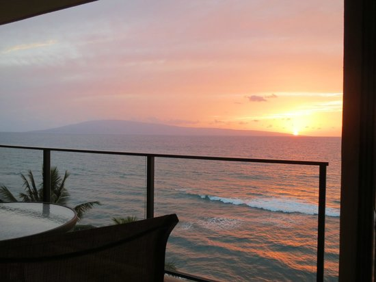 Aston Mahana at Kaanapali: Sunset on the lanai