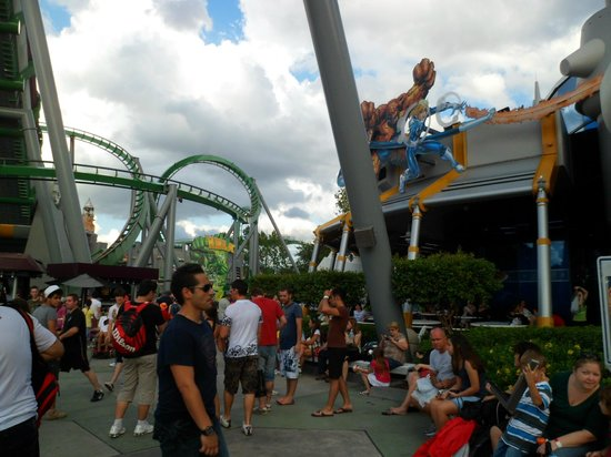 Universal's Islands of Adventure: Montanha Russa do Hulk e Simulador dos Super Heróis