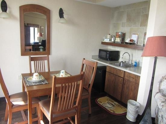 Clifty Inn: Suite 401: Dining/kitchenette