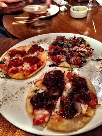 La Taperia: mini pizzas