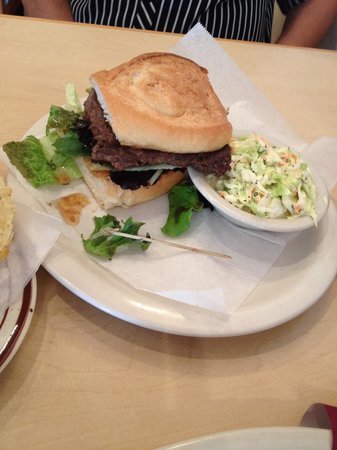 Big House Cafe: Senior citizen's hamburger with delicious Cole slaw.