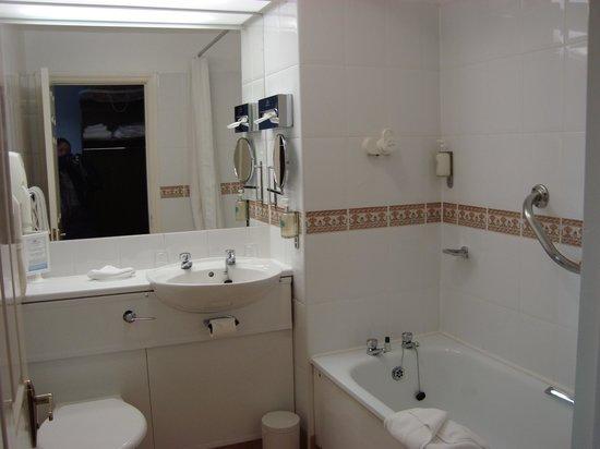 Dooley's Hotel Waterford: bath