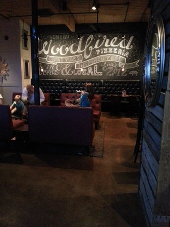 Centro Woodfired Pizzeria : West side