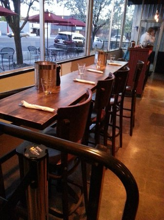Centro Woodfired Pizzeria : Seating that overlooks the street