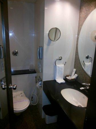 The Centurion Hotel: Bathroom