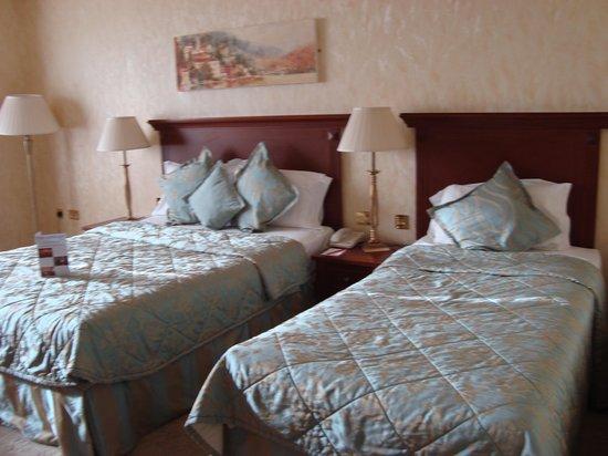 The Ardilaun Hotel : room