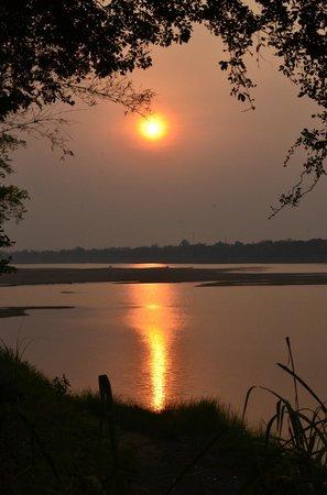 Mekong Bamboo Hut : Coucher de soleil sur le Mékong