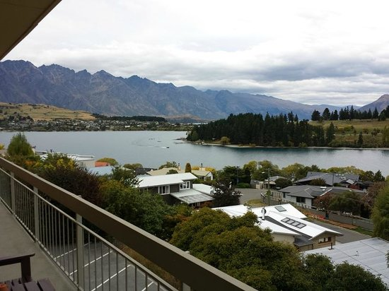 Earnslaw Lodge: View from back balcony