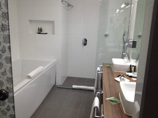 Hotel Nemzeti Budapest - MGallery by Sofitel: bathroom
