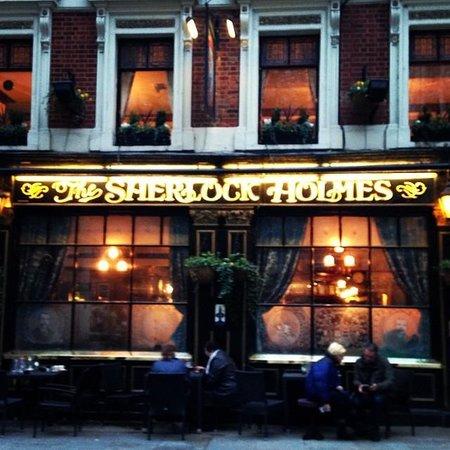 The Sherlock Holmes Public House & Restaurant : Vista de frente do restaurante/pub