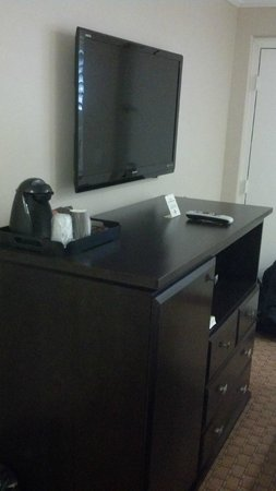 Americas Best Value Inn Riverside : TV, coffee maker, refridgerator